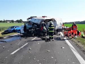Další vážná nehoda na Plzeňsku, u železničního přejezdu se střetla čtyři vozidla