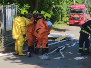 Firma, kde chemikálie usmrtily dva lidi, nabídne pomoc jejich rodinám