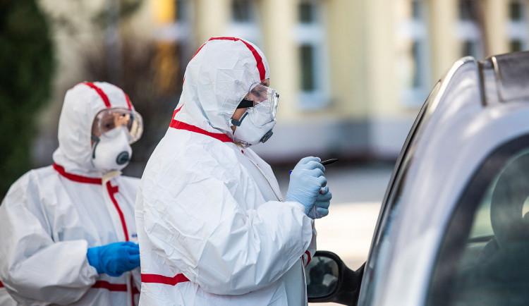 Poprvé od března opět začal stoupat týdenní počet nových případů koronaviru v Plzeňském kraji