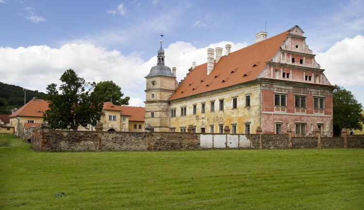 Opravy na zámku Červené Poříčí jsou v plném proudu, odhalily i pár tajemství