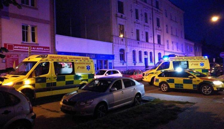Při půlnoční srážce Audi s tramvají se zranilo pět mladých lidí v osobním automobilu