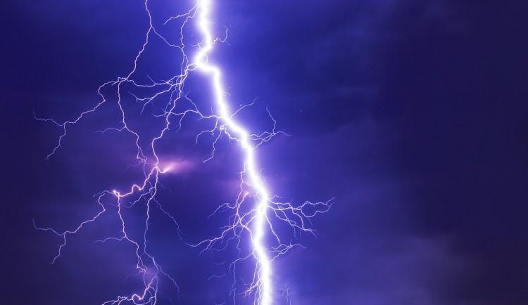 Meteorologové zpřísnili výstrahu před dnešními bouřkami a lijáky. Budou mnohem silnější, než čekali včera