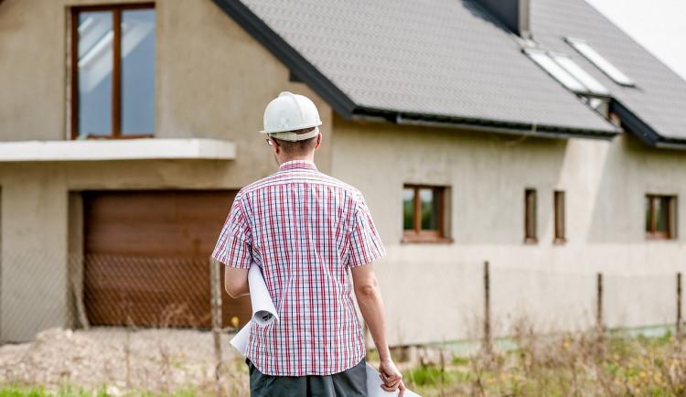 Mladí lidé utíkají z města na venkov, nakupují pozemky a nemovitosti