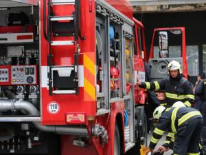 V prodejně ve Stříbře unikal plyn, hasiči a policisté evakuovali 60 lidí