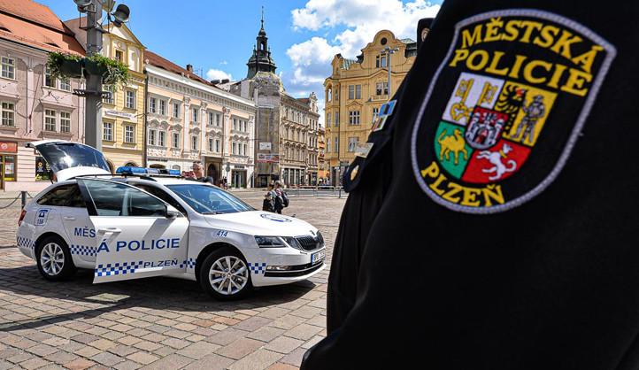 Co si myslí zastupitelé Plzně o zavedení většího množství jednočlenných hlídek městské policie?