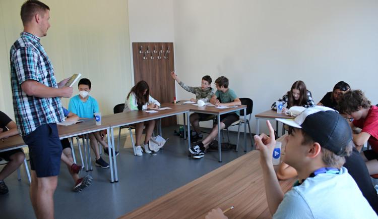 Na plzeňské univerzitě startuje série doučovacích kempů pro žáky základních škol
