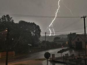 Silné bouřky hrozí v části Čech v sobotu večer a v noci na neděli