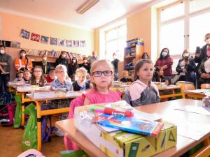 Bez roušek, ale s testy. Desítky tisíc dětí v Plzeňském kraji se znovu vrátily do školních lavic