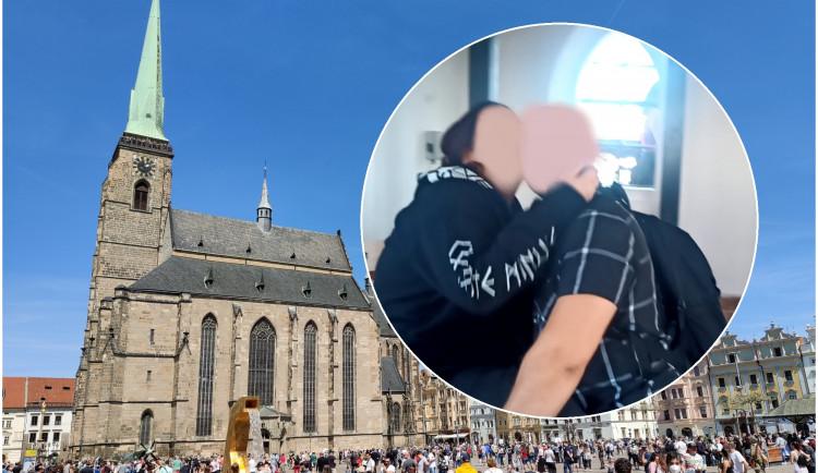 Náruživí milenci se oddávali sexu ve slavné věži katedrály, vrcholu však nedosáhli