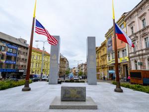Pomník americkým osvoboditelům Plzně se stal 11. září 2001 po útoku na USA místem piety a smutku