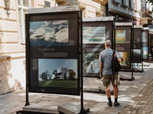 Krásu přírody Plzeňského kraje mohou lidé obdivovat na výstavě v Kopeckého sadech