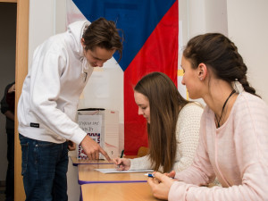 "Zájem o volby ""nanečisto"" je v Plzeňském kraji žalostný, přihlásilo se pouze 12 škol"