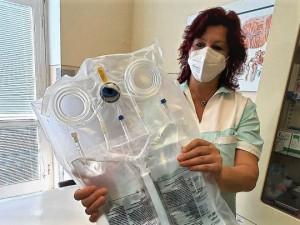 Šetrnější metodu dialýzy poskytuje nově Klatovská nemocnice, říká se jí most ktransplantaci