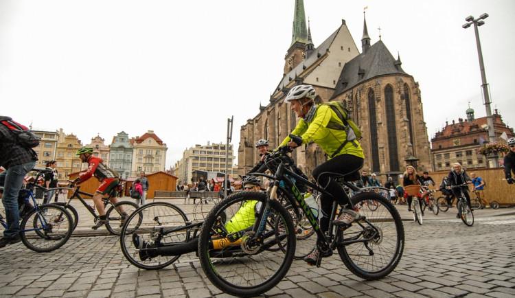 Cyklistů a elektokoloběžek ve městě přibývá, radnice připravuje nová řešení cyklodopravy