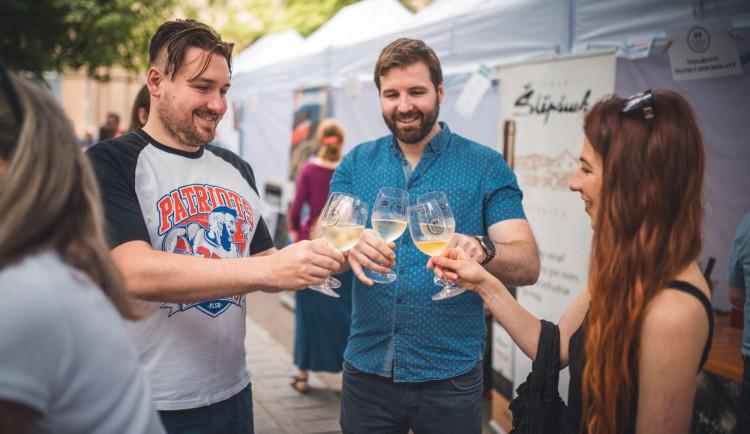 TIPY NA VÍKEND: Otevřené ateliéry, oslava jablek i festival vína