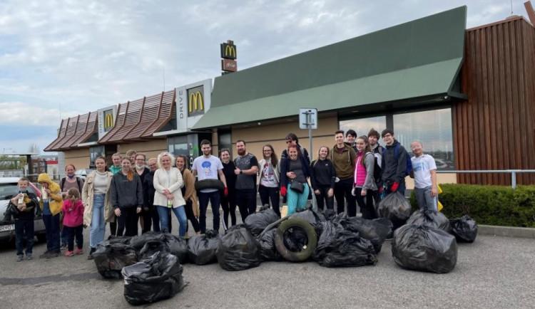 """McDonald's představuje """"Trash Patrols"""", regionální čety uklízející vytipované lokality"""