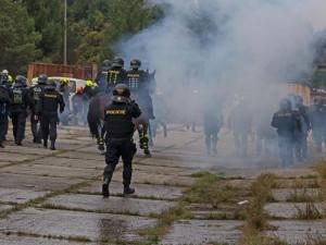 Pouliční násilí i výcvik v divoké vodě, čeští a němečtí policisté se sešli na rozsáhlém cvičení