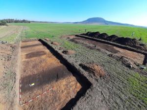 Archeologové z Plzně odkryli u Řípu dva hroby z pozdní doby kamenné