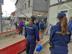 Celníci si došlápli na fabriky i ubytovny, kontroly odhalily desítky případů porušení zákona