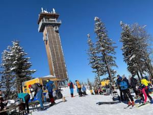 Šumavské areály očekávají hodně lyžařů, lidé se na sjezdovky po loňském půstu těší