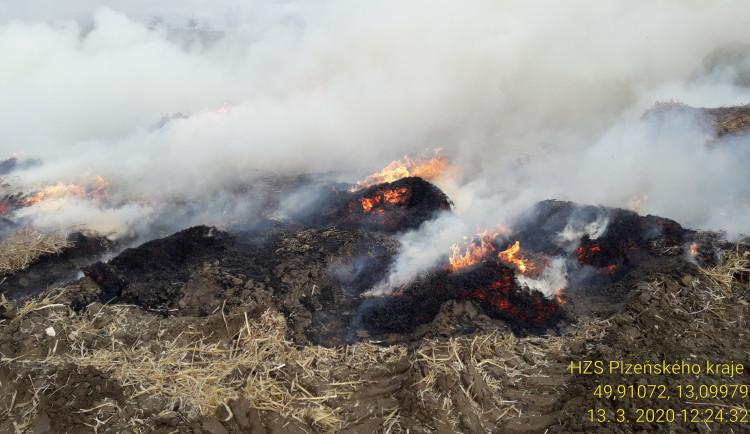 FOTOGALERIE: Požár stohu na severním Plzeňsku