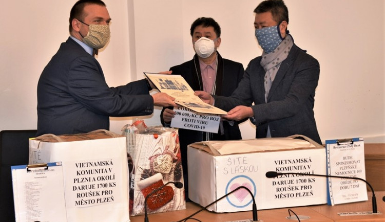 FOTOGALERIE: Vietnamci předali dar pro město Plzeň