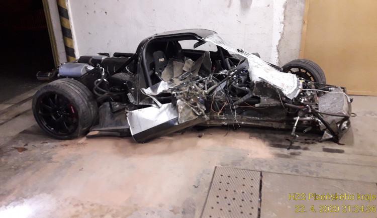 FOTOGALERIE: Nehoda sportovního speciálu