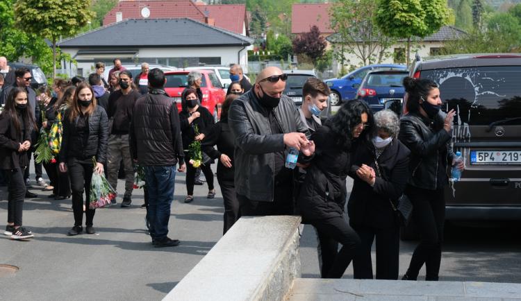 FOTOGALERIE: Pohřeb čtyř obětí tragické dopravní nehody v Nýřanech