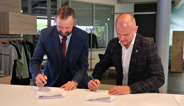 FOTOGALERIE: Podpis partnerské smlouvy mezi HC Škoda Plzeň a Autocentrum Jan Šmucler