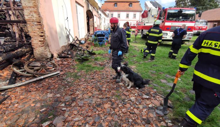 FOTOGALERIE: Požár zemědělského muzea