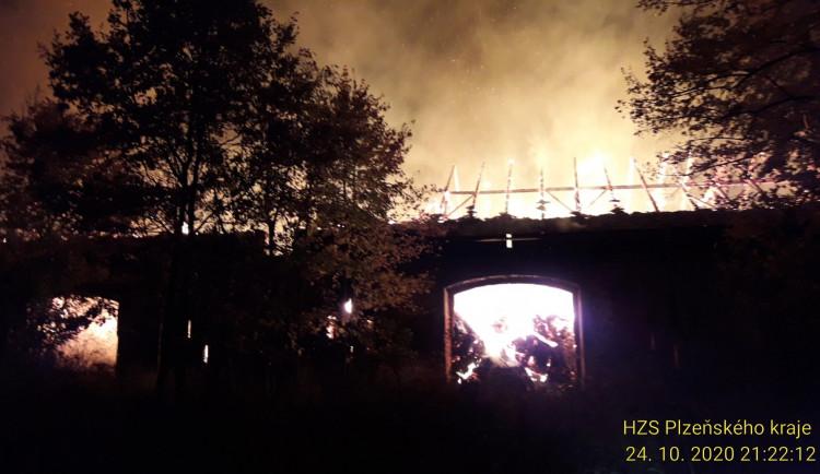 FOTOGALERIE: Požár zemědělského objektu